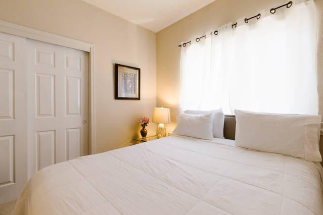 Beneden slaapkamer met Queen Bed