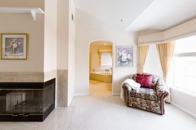 Manier om ruime Master badkamer en walk-in closet