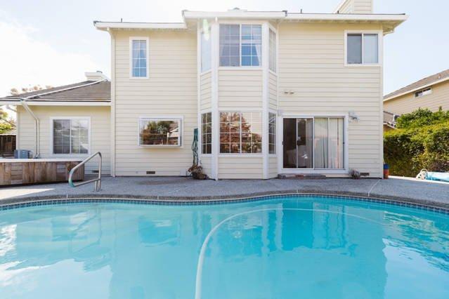 Zwembad, spa en de rug bekijken van het huis