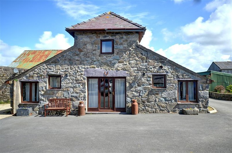 The Granary (WAG263), holiday rental in Cwm-y-Glo