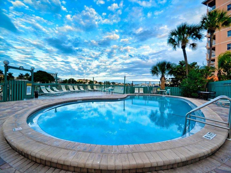 Relajarse en la piscina o tomar el sol en la cubierta