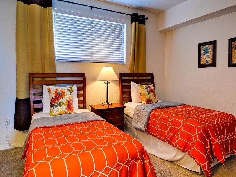 Dos camas individuales en la habitación de invitados