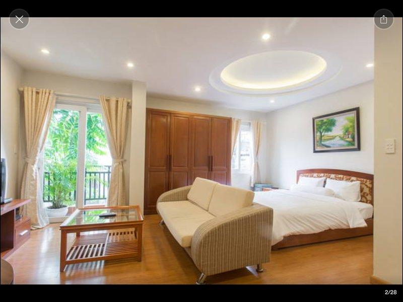 Spacieux appartement d'angle avec un balcon et 5 fenêtres