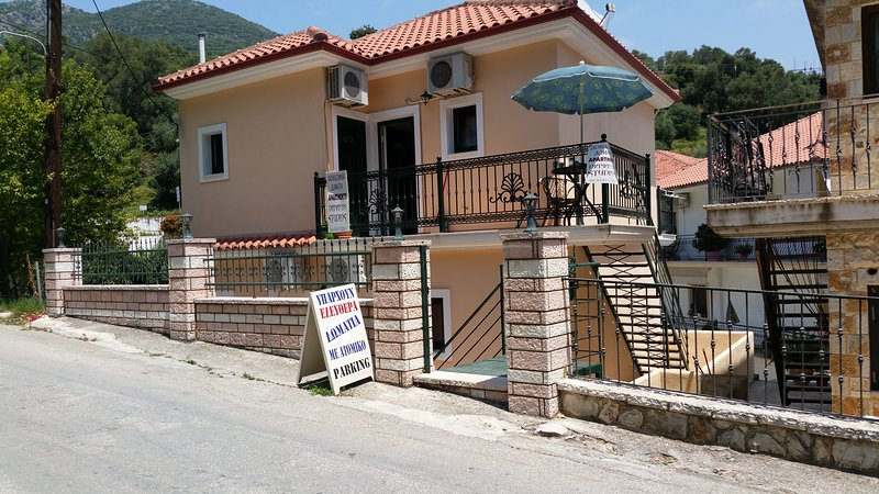 DIAMANTIS STUDIOS, holiday rental in Margariti