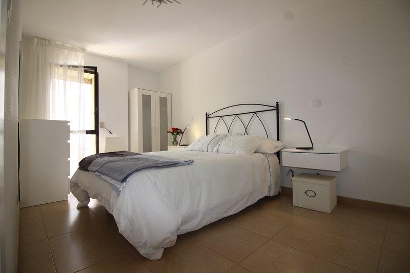 Quiet bedroom with ocean view