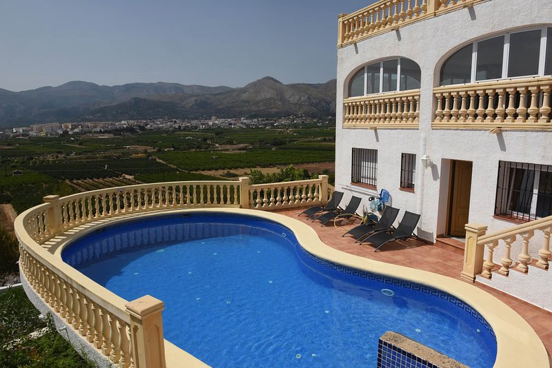 Montana Brisa, Private & Luxurious Costa Blanca Villa for 2-16, vacation rental in Sagra