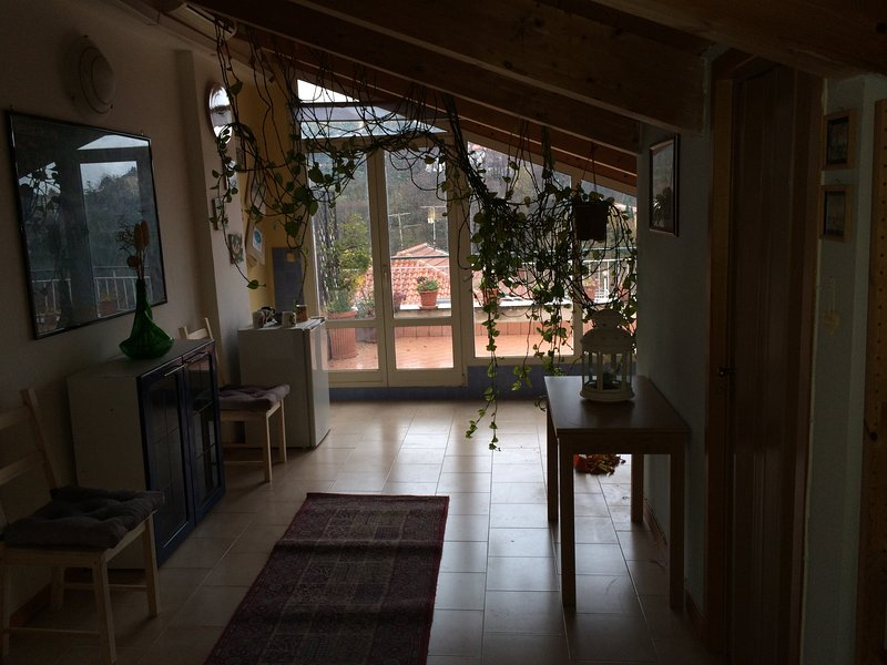 La mansarda è un open space con terrazza., location de vacances à Nocera Inferiore