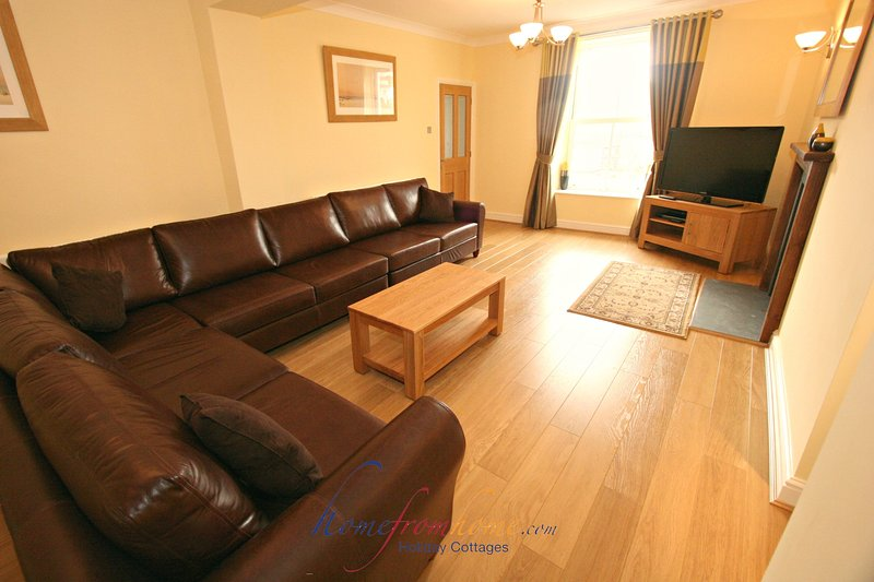 Carreglwyd Farmhouse sleeps 12 adults - Croft Acre Holiday Cottages (Port Eynon), holiday rental in Scurlage