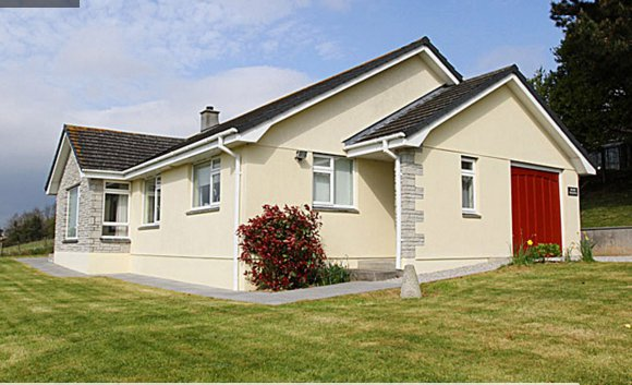 Large grounds to Higher Tregenna with wonderful views and private parking for 3 cars