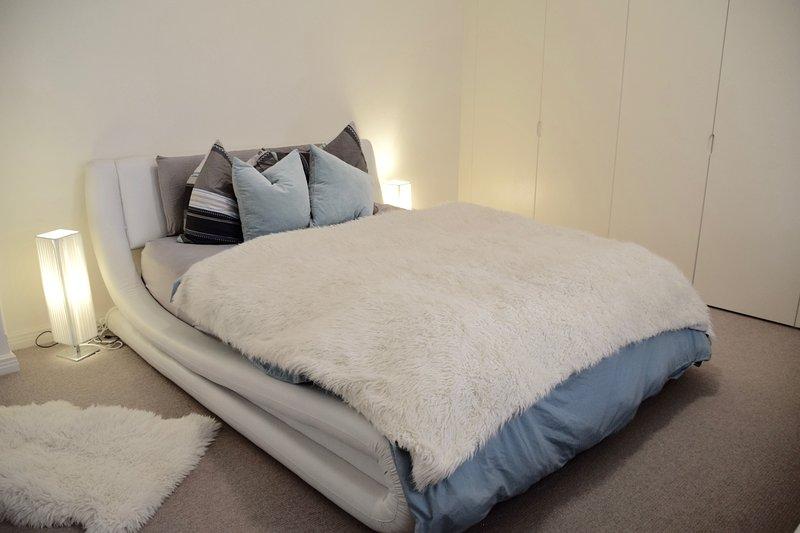 Queen room mestre luxuoso e espaçoso.