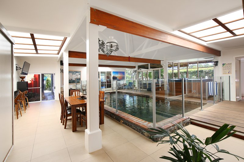 Coolum Retreat(original), Pets, AC, Free wifi, SPA, heated pool, pool table, location de vacances à Yandina