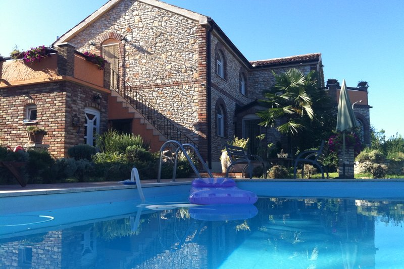 Villa Lucija with tennis court on the sea, vacation rental in Funtana