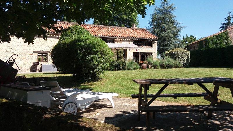 Gîte de Lavandes à Lalaurie 6 pers avec Piscine, vacation rental in Lot-et-Garonne