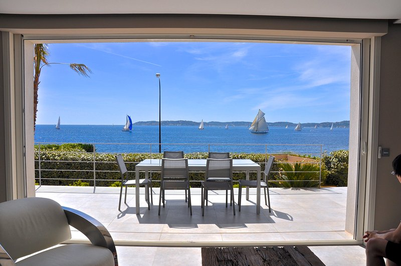 NEW VILLA with PANORAMIC SEA VIEWS, very CENTRAL !, location de vacances à Sainte-Maxime