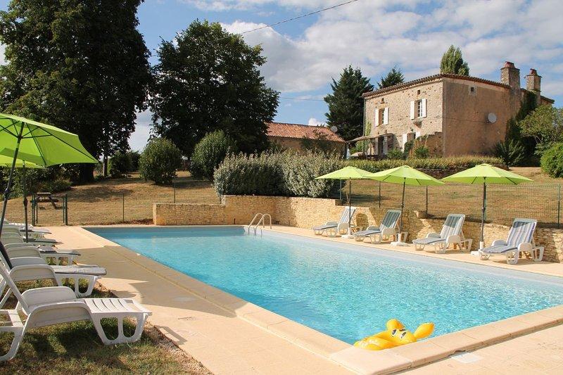 Gîte de Charme La vallée A lalaurie 6 pers avec Piscine, vacation rental in Lot-et-Garonne
