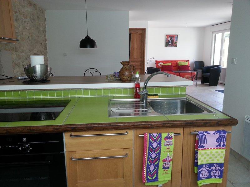 Grand studio tout confort 3*** 50m², 10 min plages, alquiler vacacional en Plomeur