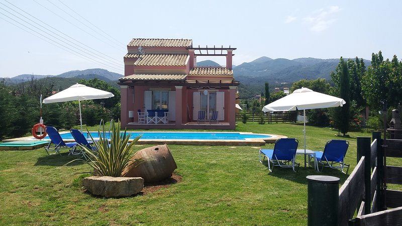 Lovely maisonette with a private pool !!