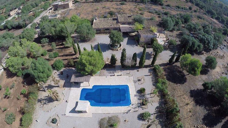 Villa Canaus, con gran piscina., alquiler vacacional en Porreres