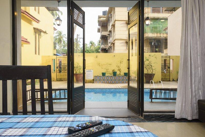 Onze deur zwembad van woon- en eetkamer.