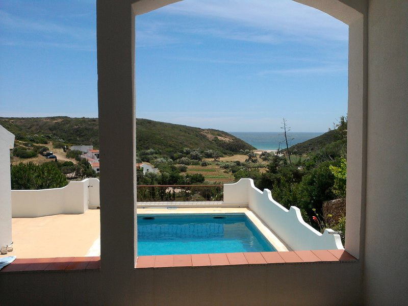 Splendid house near Zavial beach, aluguéis de temporada em Vila do Bispo