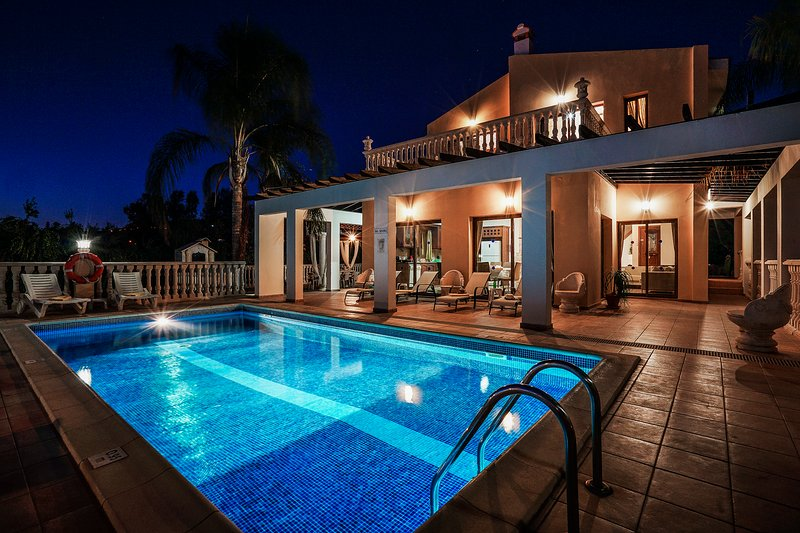 Villa Rafaella, Coral Bay - 5 Bedroom Villa near the Beach/Sea, holiday rental in Paphos District