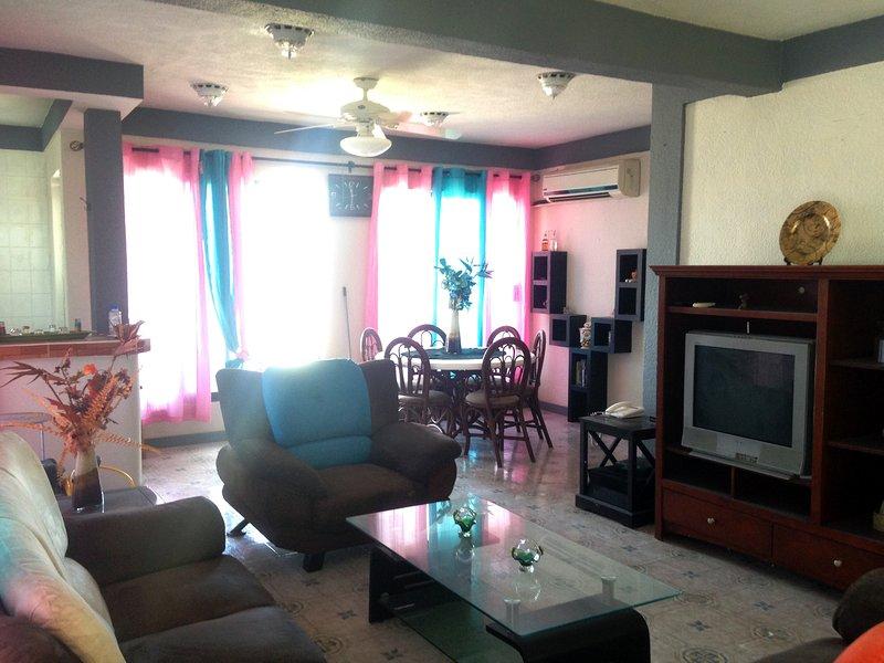 casa amplia muy centrica, holiday rental in Playa Maroma