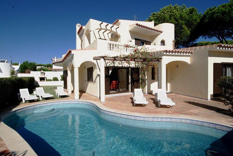 Villa Lucio Retreat, vacation rental in Vilamoura