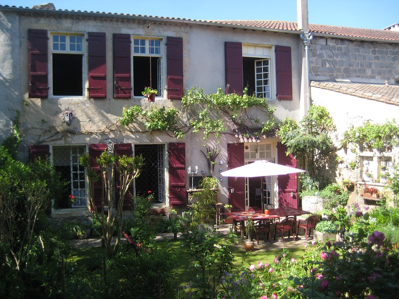 La Petite Galerie in the heart of Gascony. 2 bedrooms with 2 bathrooms in the heart of Gascony.
