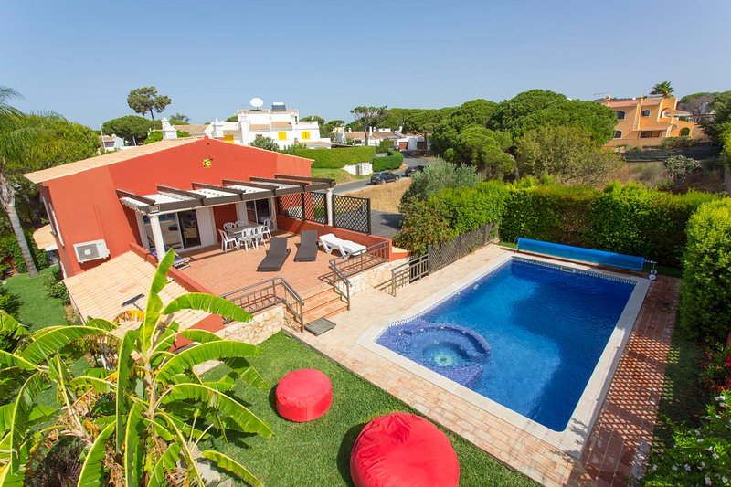 Charming Home in Peaceful Location, Quarteira, vacation rental in Vilamoura