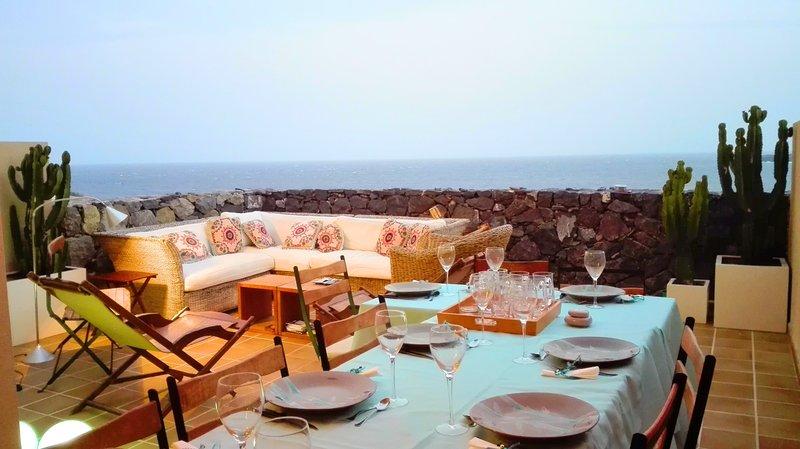 South facing apartment, nice Sea View Terrace, holiday rental in Poris de Abona