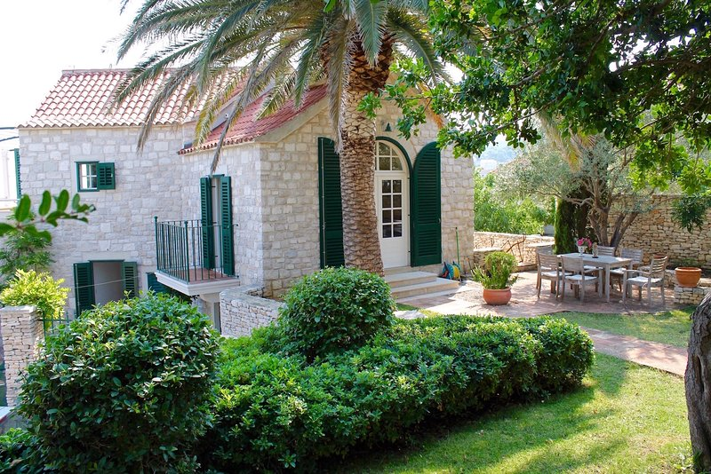 Stone Villa With Garden And Panorama Terrace, vacation rental in Sutivan