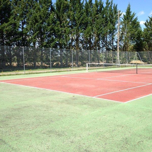 Tennis court 6 km (free access)
