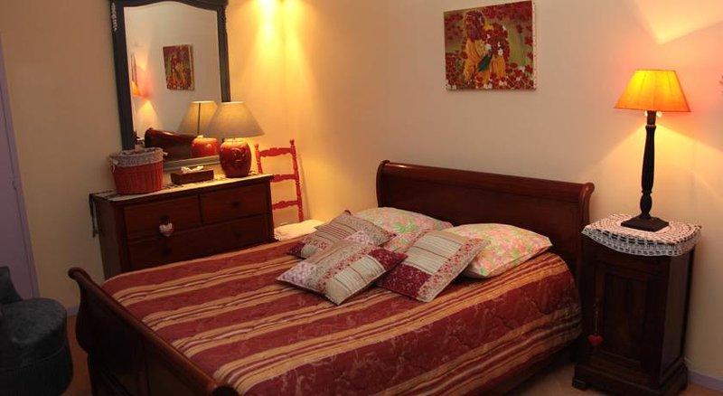 La Vigne Vierge, chambre Coquelicot, Ferienwohnung in Buzan
