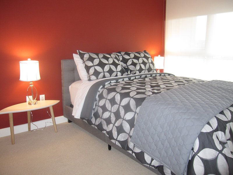 Chic 3 Queen Beds in The Six City, holiday rental in Toronto