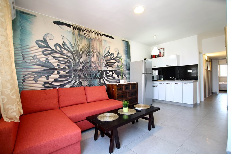 Flat with the view over the Med Rothild 851, holiday rental in Bat Yam