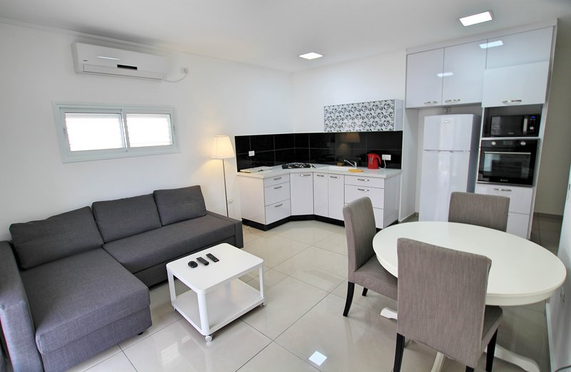 2 bedroom apartment Balfour 35, holiday rental in Rishon Lezion