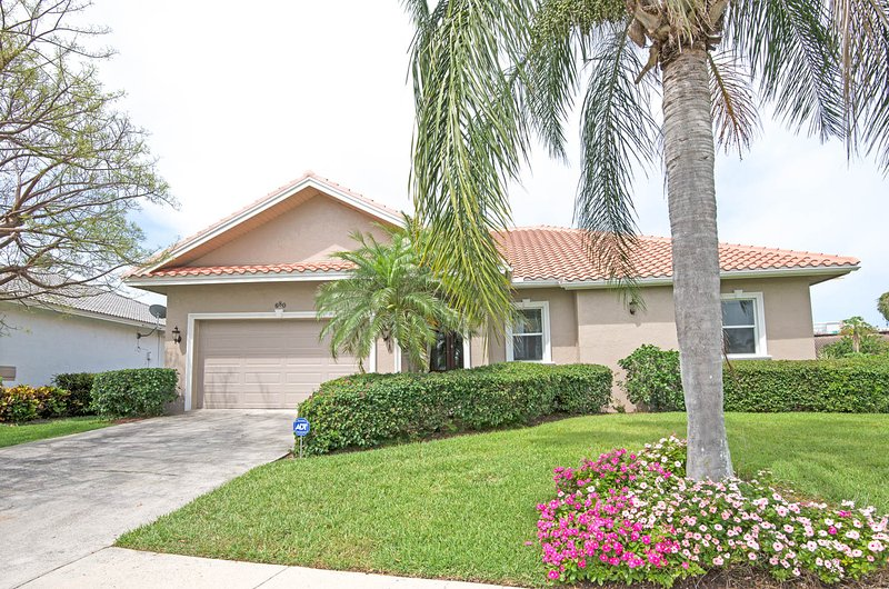 Paradise - 5 min walk to beach! 3 bedroom, vacation rental in Marco Island