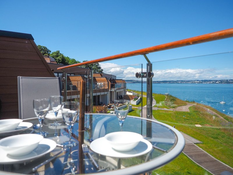 Puffin 4 - The Cove - Top floor, front row holiday apartment with large balcony, casa vacanza a Churston Ferrers
