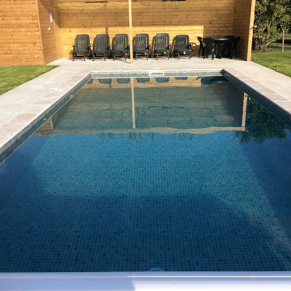 Shallow end has 3 steps down and a seating area in the pool - gradual slope down to the deeper end.