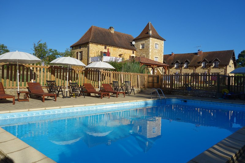 1 Bedroom Gite, peaceful location, large pool., holiday rental in Saint-Martial-de-Nabirat