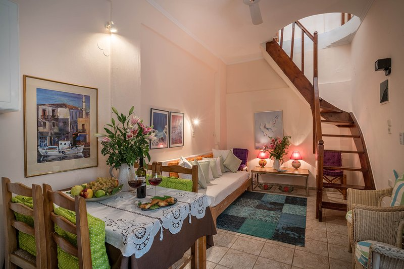Calergi 6 - Relaxing 1 BR Apt - Coliving -Coworking -Fast & Reliable WiFi, holiday rental in Atsipopoulo