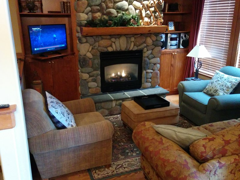 Luxury Townhouse 3BD+Den+Hot Tub+Ski in/out, vacation rental in Big White