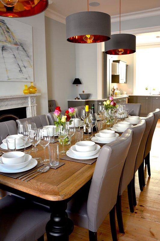 La mesa de comedor con capacidad para doce