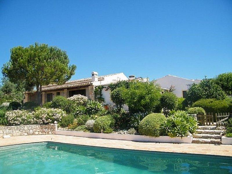 Spacious villa with swimming-pool – semesterbostad i Silves