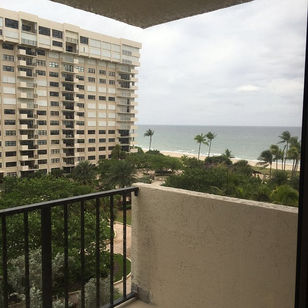 Beautiful Condo on the 6th Floor !!  amazing views