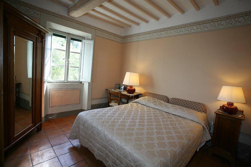 slaapkamer met eigen badkamer in Tenuta di Argiano Montepulciano