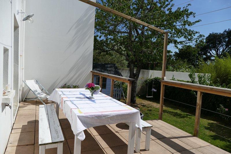 Maison avec piscine chauffée et jardin proche du port et du centre villle, holiday rental in Meucon