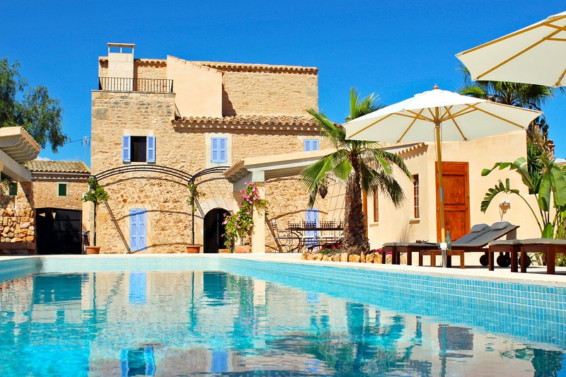 welcome to the renovated town house in Es Llombards in Santanyi, East coast of Mallorca.
