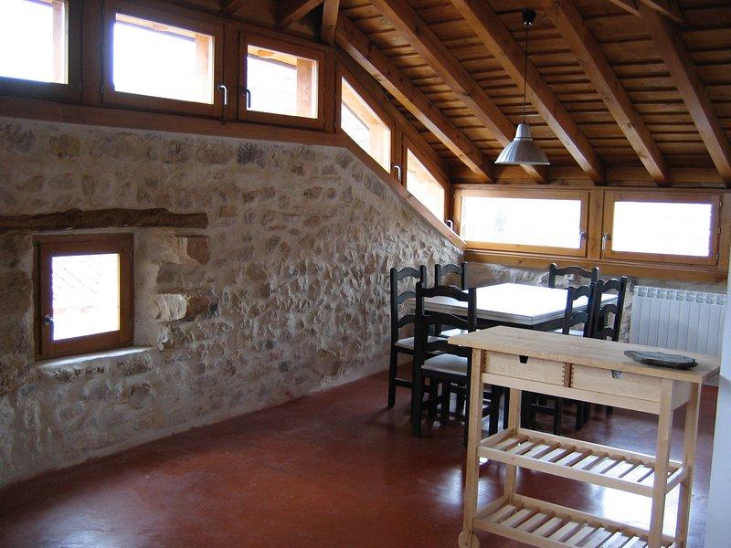 Los Lilos - Casa Madera - Casas rurales de alquiler Sigüenza, vacation rental in Mirabueno