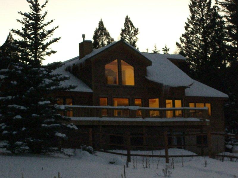 L'arrière de la maison en hiver